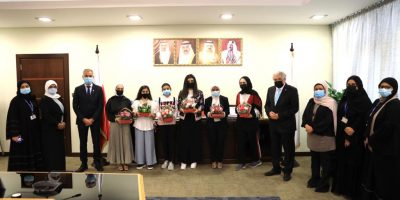The President of the University of Bahrain Honors the Winners in the Clean Energy Workshop